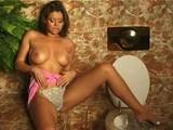 Jej zlatý pomocník zaručene rozdráždi klitoris - freevideo