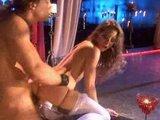Sexy striptérka na to dostala chuť v klube - freevideo
