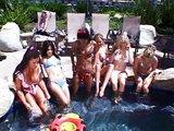Lesbické orgie pri bazéne aké svet ešte nevidel - freevideo