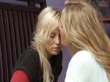 Lesbické blond divadielko mladej žabky a psychologičky - freevideo