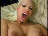 Táto blondínka sa pre mrdanie pred kamerou narodila - freevideo