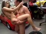 Pichačka v garáži na pneumatike - freevideo