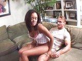 Sexy samička inkasuje dvojitý zásah do tváre - freevideo