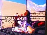 Zblúdenému borcovi na púšti sa zdá o krásnej Aziatke - freevideo