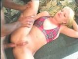 Análna penetrácia jednej povoľnej blondínky - freevideo