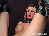 Prsnatá čubka zvládne útok dlaňou a jej kundičku - freevideo