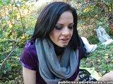 Naliatá slečinka v parku predvádza perverzné divadlo - freevideo