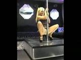 Kurvička tancuje u tyče a potom fajčí nadržaného zákazníka - freevideo