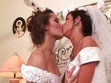 Lesbické blbnutie dvoch mladých nevestičiek - freevideo