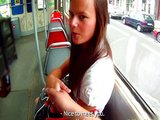 Mlad� �esk� coura si to rozd� s borcem v parku - freevideo