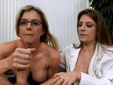 Najlepší liek je šukanie s dvomi krásnymi doktorkami - freevideo