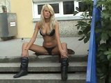 Lolitka si to d�l� p��mo p�ed �kolou - freevideo