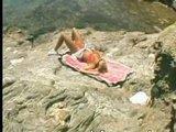 Aha kto to tam leží na pláži - freevideo