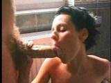 Análny rozparovač Rocco pri skupinovom sexe v kúpeľni - freevideo