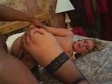 Nadržaná blondínka s černochom - freevideo