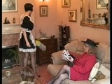 Dominantn� pani�ka domu trest� neposlu�n� sl�ku - freevideo