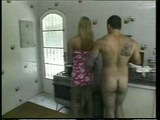 Plochý ladyboy opichaný do zadku na kuchyňskom stole - freevideo