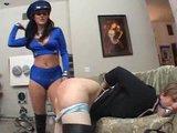 Krásna otrokyňa dostane výprask - freevideo