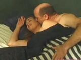 Sexuchtivá čiernovláska si užíva v posteli - freevideo