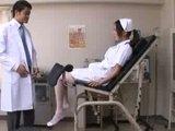 Japonsk� sestri�ka a mlad� doktor spolo�ne �ukaj� cel� no�n� smenu - freevideo