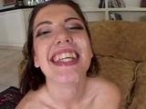 Nadržaný borec vymaľuje brunetke semenom tváričku - freevideo