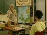 Blonďatá učiteľka doučuje okrem zemepisu tiež ako správe šukať - freevideo