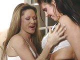 Prsaté kurvičky mali vždy sklony byť lesbičky - freevideo