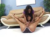 Sexy čokoládové lesbičky a ich hrubé čierne dildo - freevideo