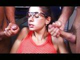 Cundra postriekaná tromi kancami na dielni - freevideo
