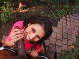 Táto samička potrebuje k ukojeniu obrovský čierny klacek - freevideo