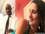 Rozkošná študentka si užije dva čierne šuliny naraz - freevideo