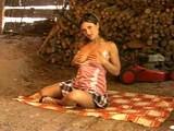 Perverzná dievčina prosíka o postriekanie celého tela močom - freevideo