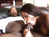 Čokoládová dievčinka dostane poriadne péro medzi nohy - freevideo