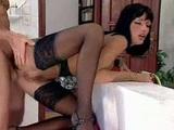 Sexy nemecká upratovačka prehĺta sperma - freevideo