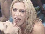 Dve kurvičky si užívajú bukkake v ringu - freevideo