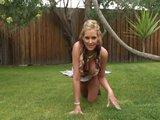 Slu�ne vychovan� tridsiatn��ka nekec� a preh�ta - freevideo