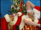 Santa dostane chuť na sexy telíčko svojej pomocníčky - freevideo