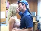 Dve chutné sekretárky dostanú poriadnú nádielku - freevideo