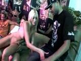 Kurvička Kelly s pružným telom a štvorica klackov - freevideo