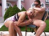 Análna dorážka pri bazéne so sexy eskort devkou - freevideo