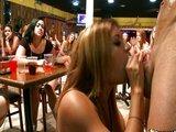 Tieto dámy sa nenechajú dvakrát ponúkať k fajočke - freevideo