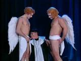 Aj anjeli si radi zasunú vtáka do miništrantky - freevideo