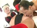 Boss sa vyblázni na análiku svojej povoľnej sekretárky - freevideo