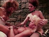 Nekon�iace lesbick� divo�enie za m�rami v�znice - freevideo